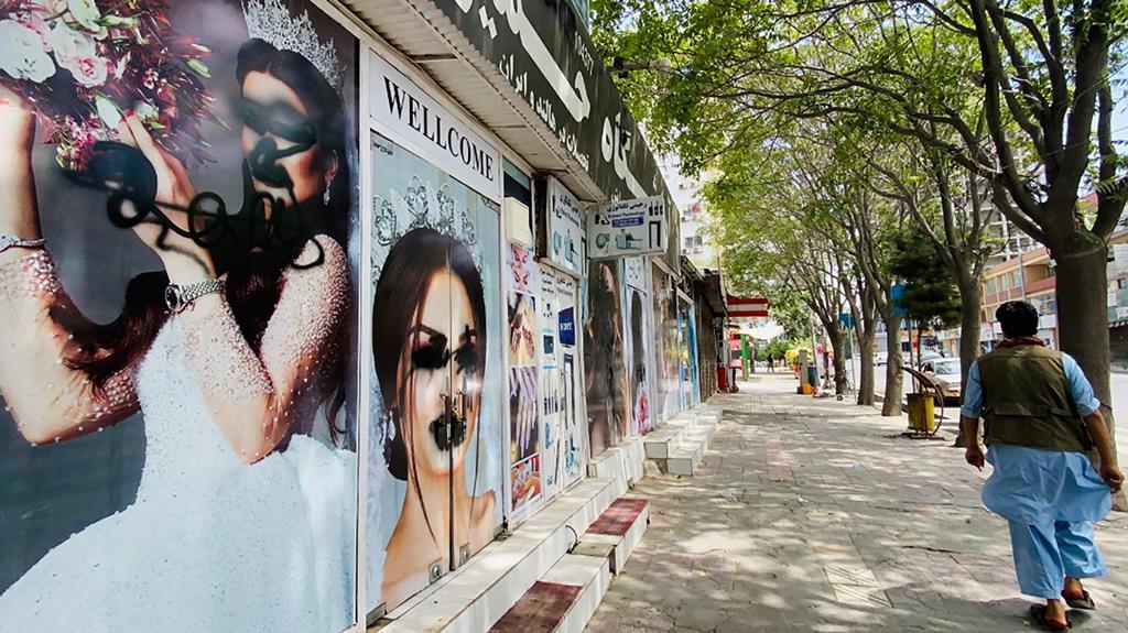 Com o regresso dos talibãs deixou de haver imagens de mulheres na rua, e judeus na cidade. Foto: Stringer/EPA