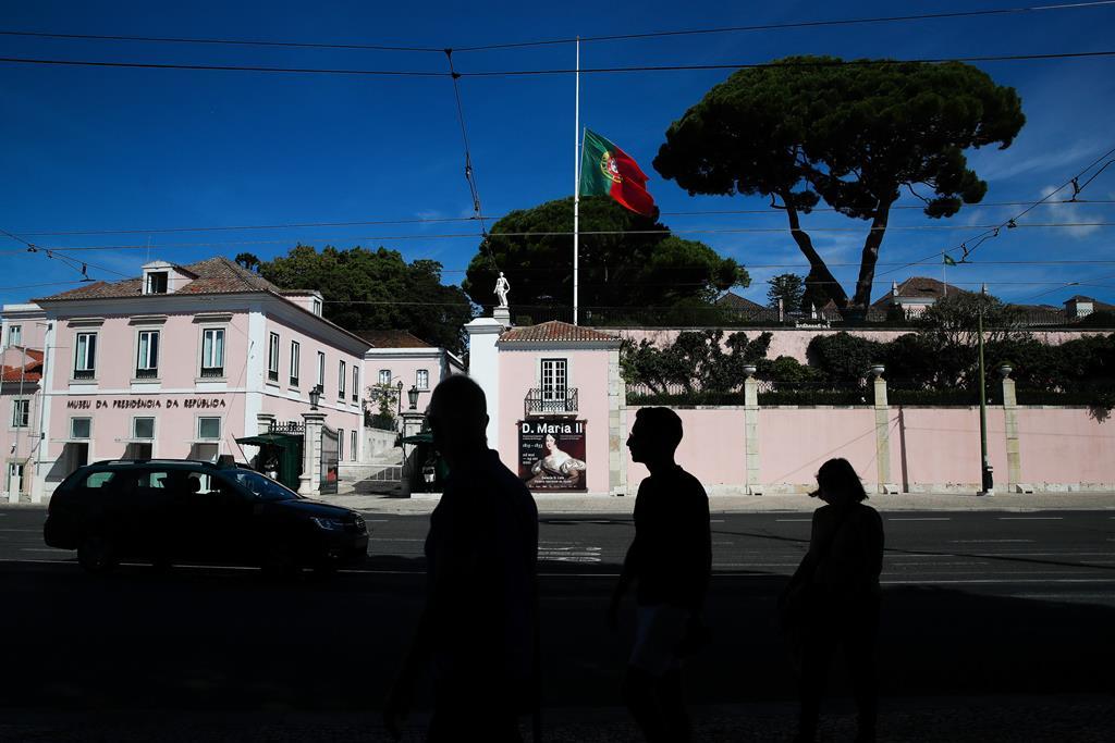 Bandeira a meia-haste no Palácio de Belém. Foto: Mário Cruz/Lusa