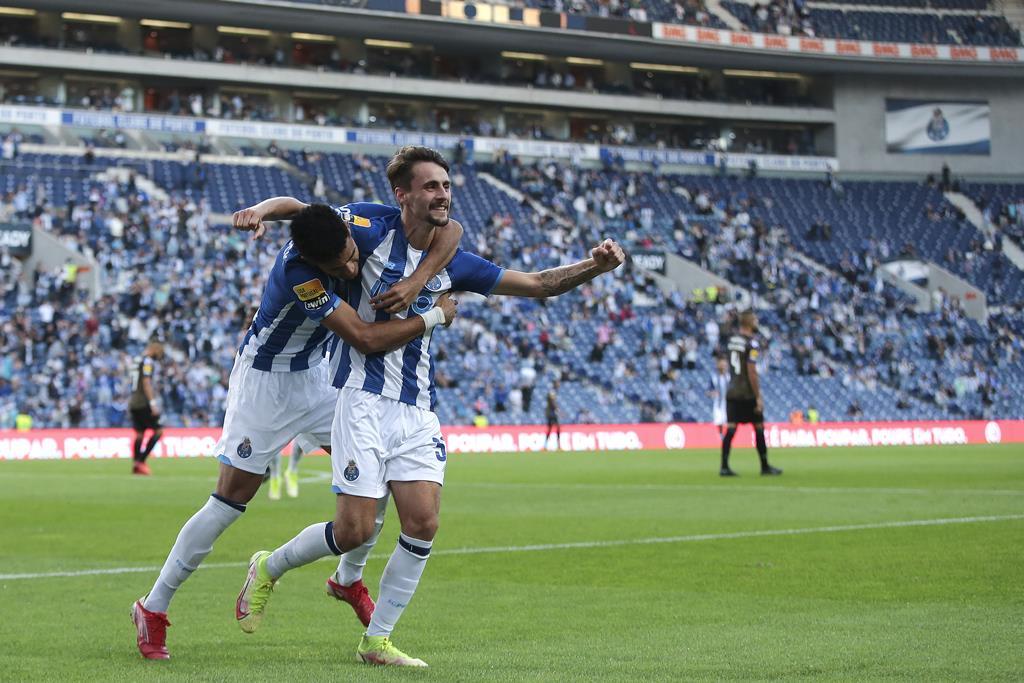 Fábio Vieira fez três assistências frente ao Moreirense. Foto: Manuel Fernando Araújo/Lusa