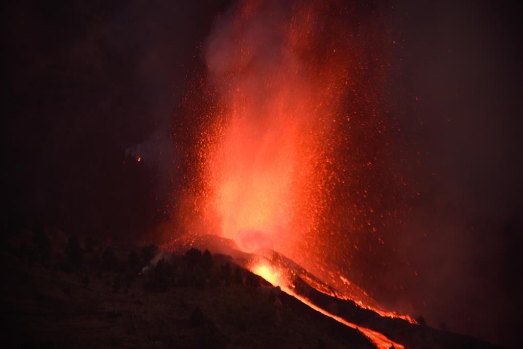 Já foram emitidas 20 mil toneladas de dióxido de enxofre. Foto: Miguel Calero/EPA