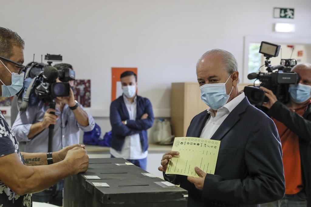 Rui Rio votou em Massarelos e deixou o apelo ao voto. Foto: Jose Coelho/EPA