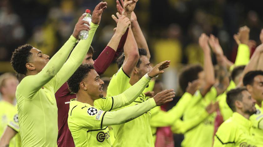 Favoritos Dortmund e Leipzig seguem em frente na Taça