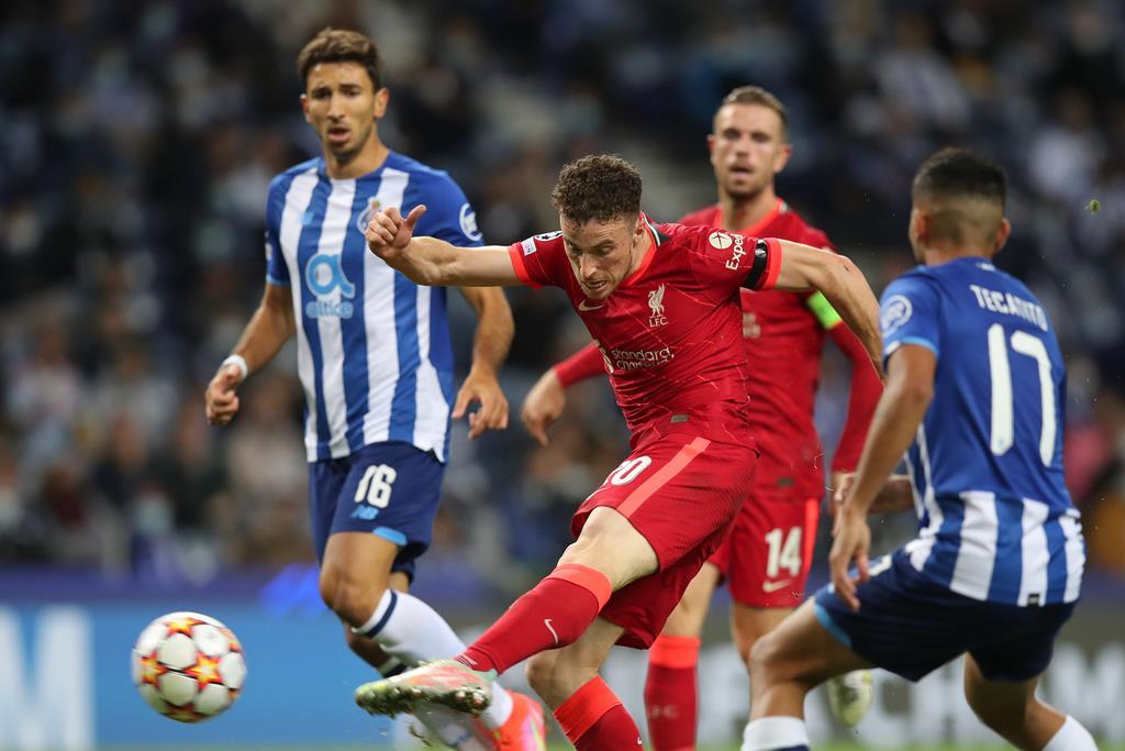 Diogo Jota pelo Liverpool contra o FC Porto. Foto: Jose Coelho/EPA