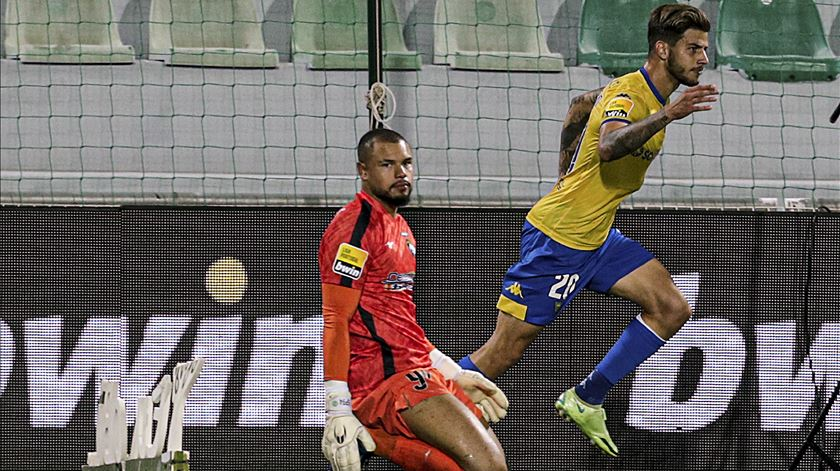 Estoril ganha em Portimão e reforça quarto lugar