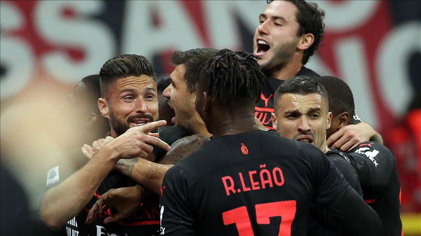 AC Milan vence Torino e sobe à liderança da Serie A