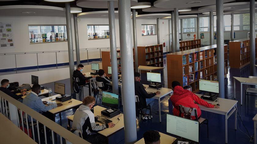 A biblioteca do agrupamento de escolas Frei Gonçalo de Azevedo. Foto: Manuela Pires/RR