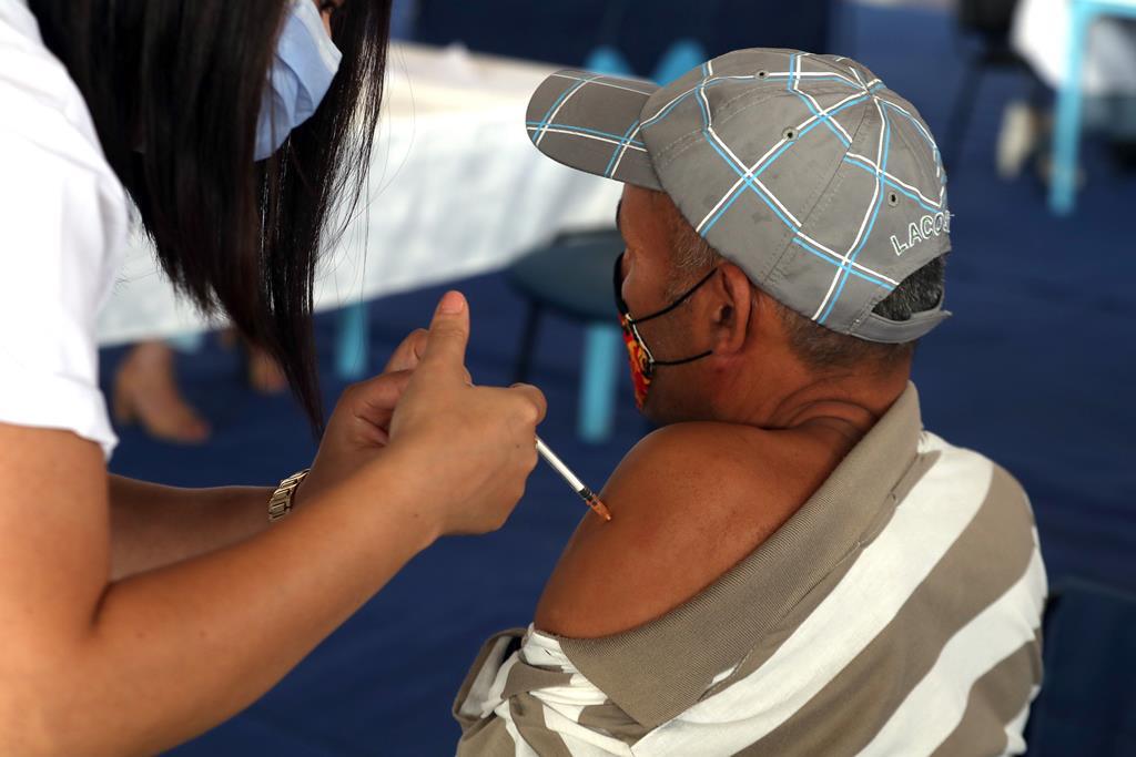 Vacinação para recuperados de Covid-19 passa a três meses depois da alta. Foto: EPA
