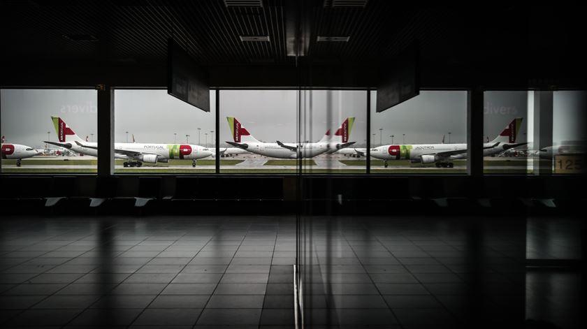 Aeroporto Humberto Delgado, na Portela, encerrado durante estado de emergência. Foto: Mário Cruz/Lusa