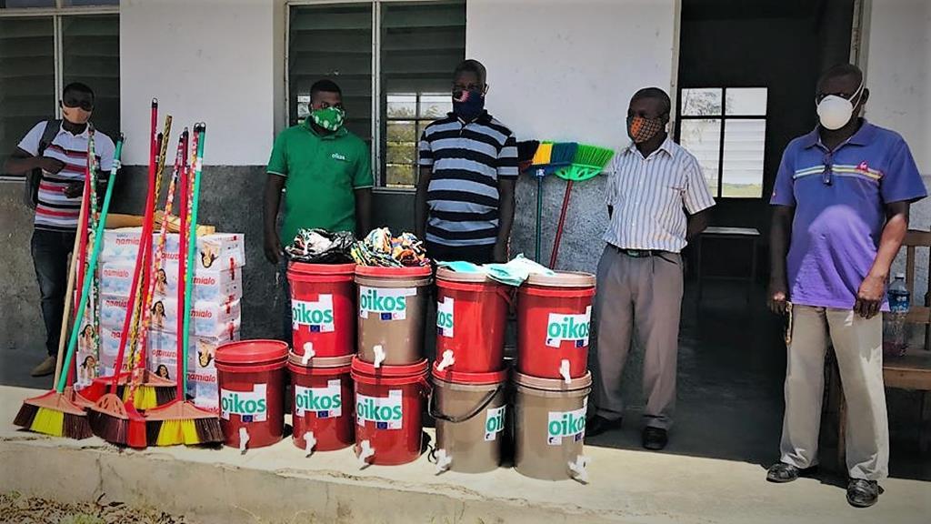 Entrega de ajuda às populações em Moçambique. Foto: OIKOS