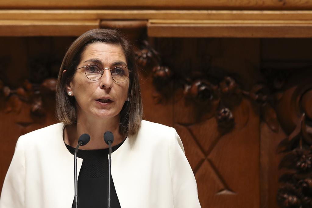 Ana Catarina Mendes recorda Jorge Sampaio no Parlamento. Foto: Manuel de Almeida/RR