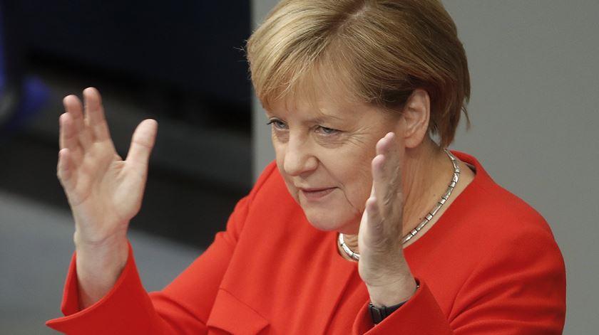 Merkel decidiu acolher milhares de refugiados em 2015. Foto: Felipe Trueba/EPA