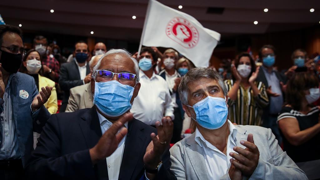 António Costa ao lado de Manuel Oliveira Sousa, candidato da coligação PS/PAN à Câmara de Aveiro. Foto: Paulo Novais/Lusa
