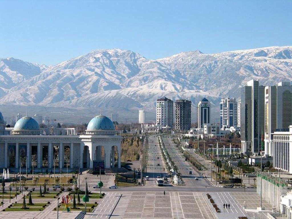 Asgabate, capital do Turquemenistão, onde oficialmente não existe Covid-19 mas o Governo pede aos cidadãos que usem máscaras por causa do pó. Foto: DR