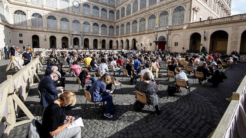 500 pessoas assistiram à audiência do Papa. Foto: Fabio Frustaci/EPA