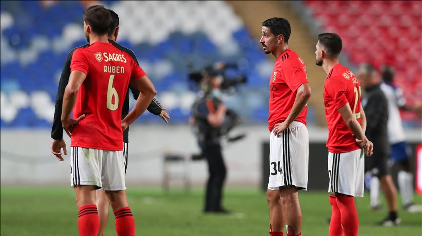 Desalento dos jogadores do Benfica. Foto: José Coelho/Lusa