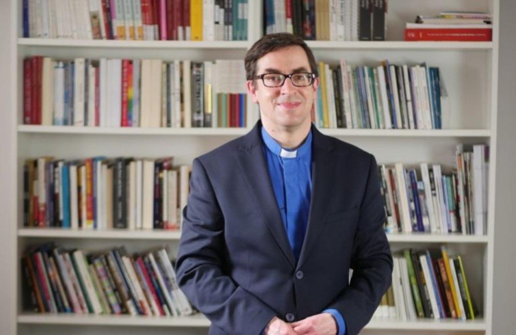 Bernard Randall, capelão despedido por dizer a alunos que podiam discordar de ideologia do género. Foto: DR