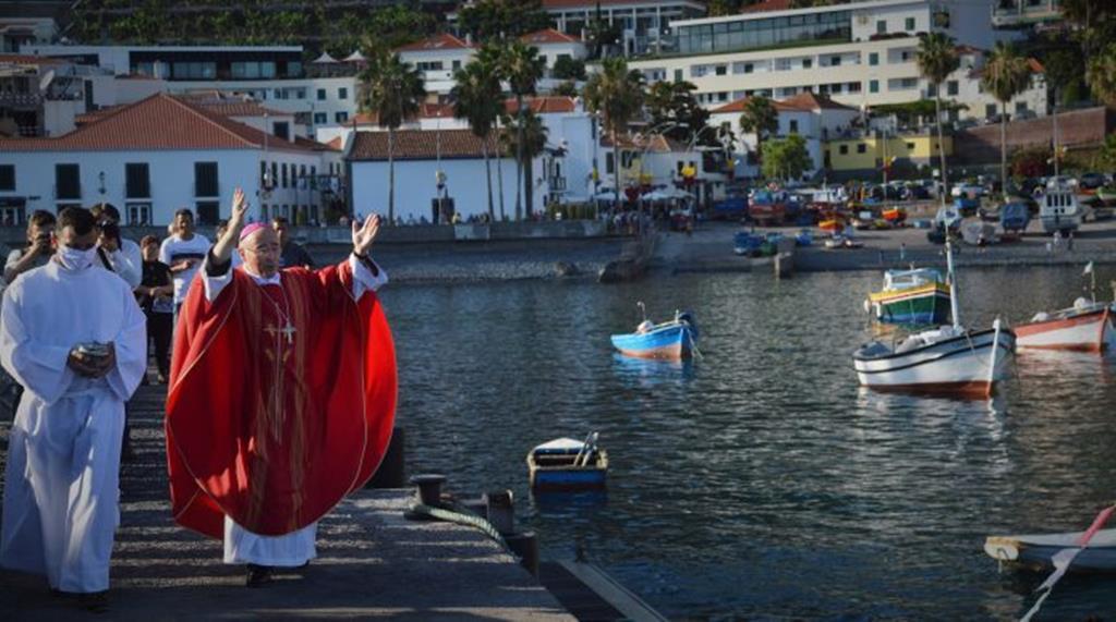 """""""O cristianismo aqui na ilha sempre funcionou como um auxílio da dura vida de trabalho, a fé sempre foi uma avalancha."""" Foto: Diocese do Funchal/Lusa"""