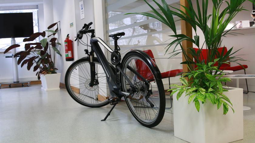 Bicicleta elétrica à disposição dos funcionário na Critical Techworks. Foto: Marília Freitas/RR