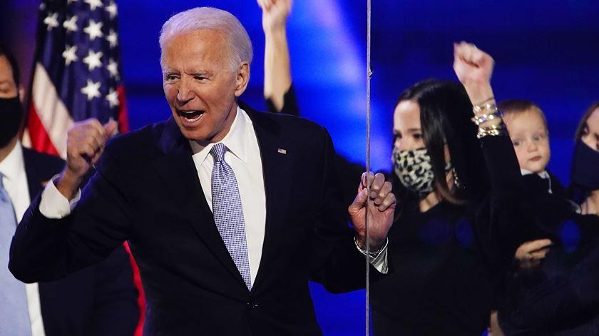 Joe Biden não pode voltar ao antigamente, considera Anne Applebaum. Foto: Jim Lo Scalzo/EPA