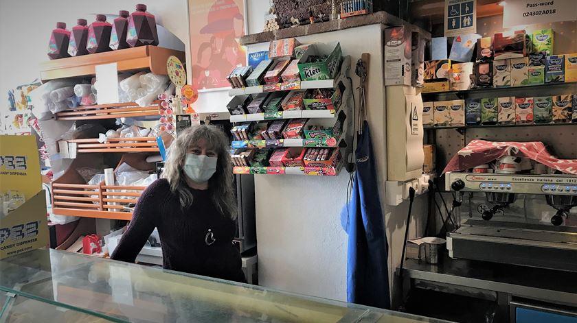 No café de Maria José, a pandemia domina as conversas, mas a população não esquece a tragédia. Foto: Rosário Silva/RR
