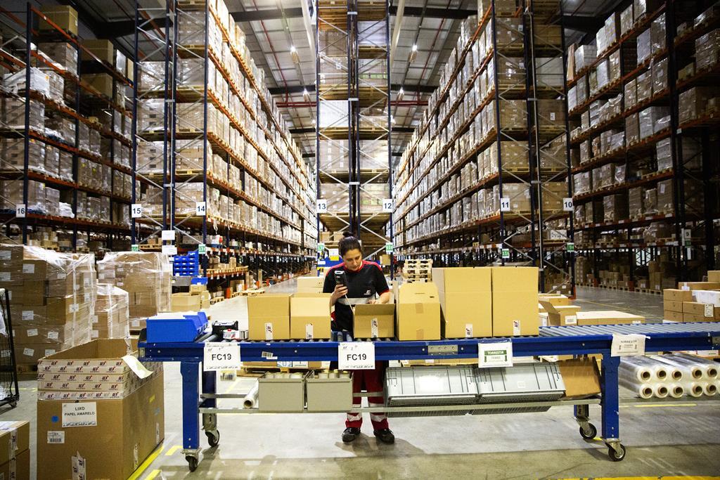 Em relação ao salário médio dos trabalhadores contratados, no segundo trimestre deste ano, o INE revela que é de 859 euros. Foto: Joana Bourgard/RR