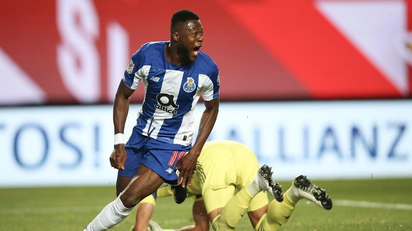 Vlachodimos errou no primeiro golo, mas nada pôde fazer no segundo. Foto: Paulo Cunha/Lusa