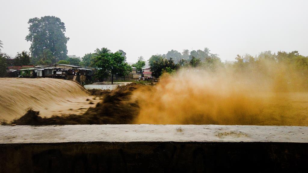 """""""Inundações violentíssimas"""" em Díli. Foto: António Sampaio/Lusa"""