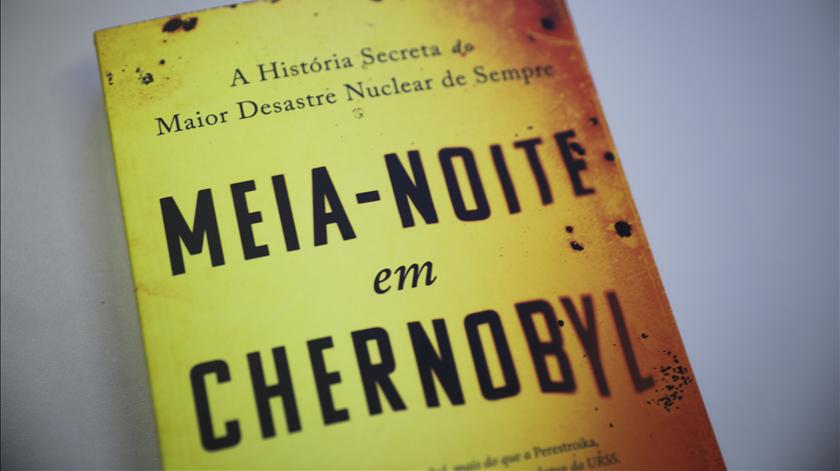 Meia-noite em Chernobyl, livro de Adam Higginbotham Foto: Joana Gonçalves/ RR