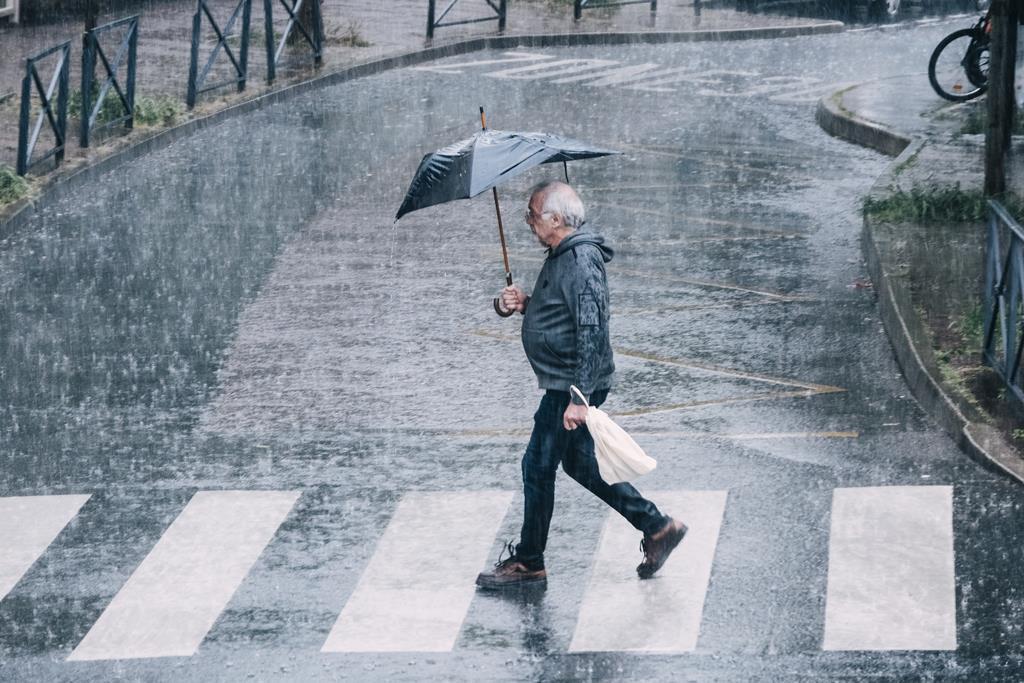 Chuva forte e repentina causou algumas cheias. Foto: Hans Lucas/Reuters (arquivo)