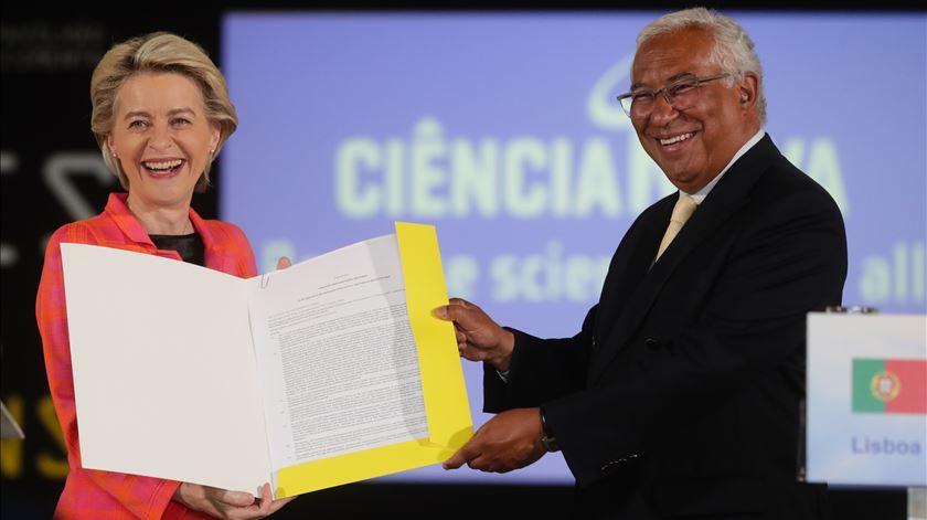 Ursula von der Leyen, António Costa, na entrega do cheque para o Plano de Recuperação e Resiliência (PRR). Foto: Tiago Petinga/ Lusa