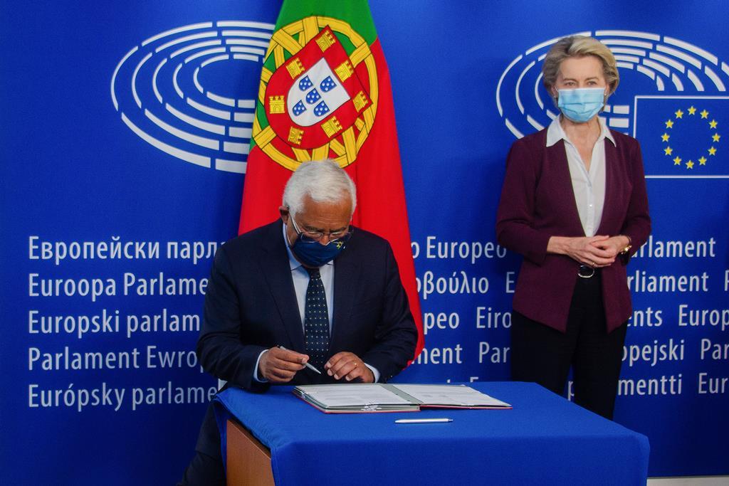 Ursula Von der Leyen assitiu à assinatura. Foto: Tony da Silva/Lusa