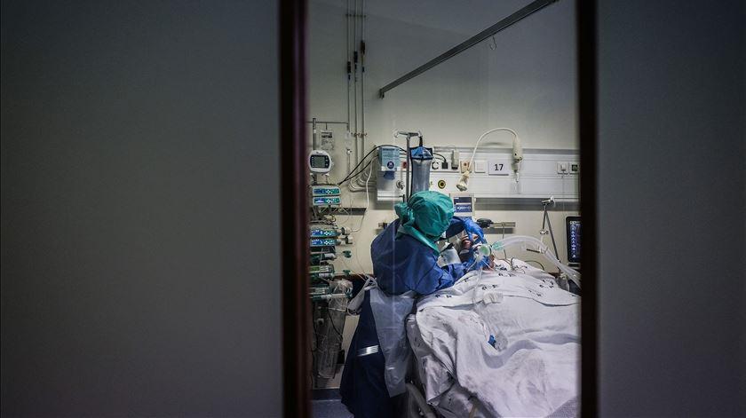 Um dos residentes da Casa Sacerdotal está internado mas os restantes seis infetados estão bem e assintomáticos. Foto: Mário Cruz/Lusa