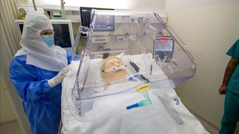 Equipamento protege profissionais de saúde que tratam doenças infecciosas, como a Covid-19. Foto: DR