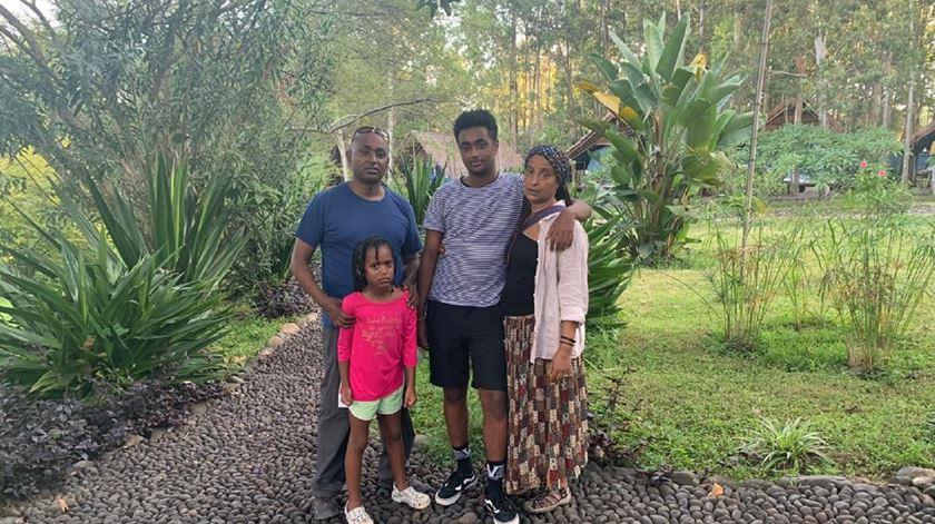 Dawit Dejene com a sua familia na Etiópia. Foto: DD