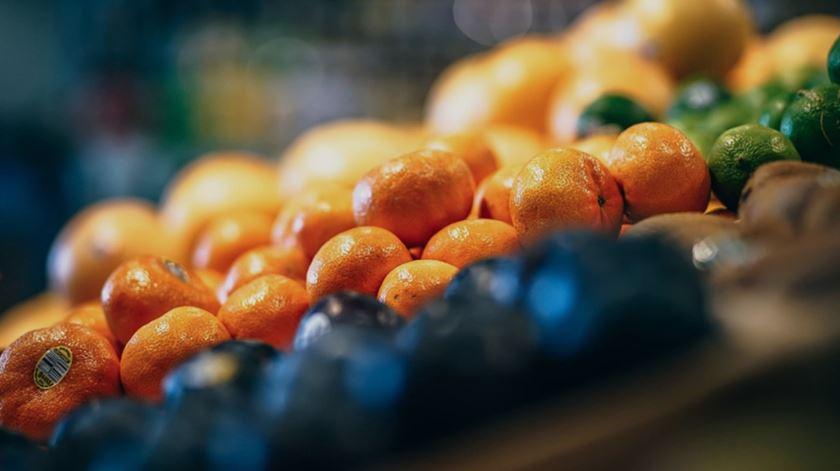 Há fruta que pode ter perdido os padrões estéticos de venda, mas está boa para consumir. Foto: DR