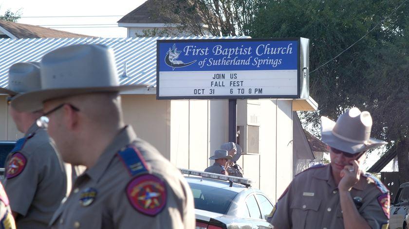 Massacre fez 27 mortos em Sutherland Springs, no Texas. Foto: R. Tomas Gonzalez/EPA