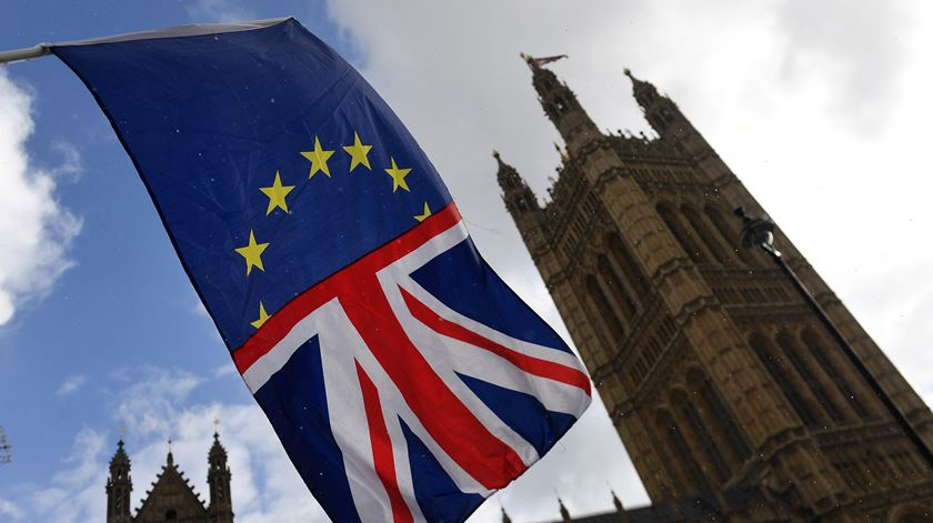 Parlamento britânico vota terça-feira o acordo entre o Governo de May e Bruxelas. Foto: Andy Rain/EPA