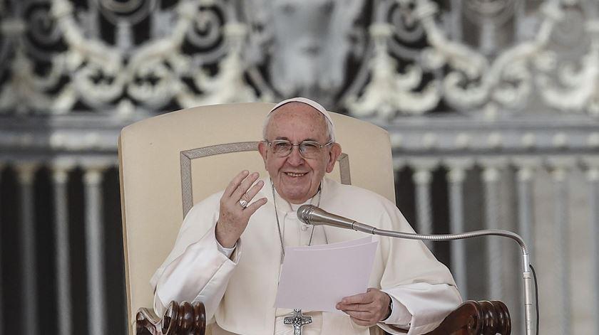 "Papa Francisco numa audiência geral, no Vaticano. A Santa Sé nega que tenha sido concedida a entrevista publicada esta quinta-feira no ""La Repubblica"". Foto: Giuseppe Lami/EPA"
