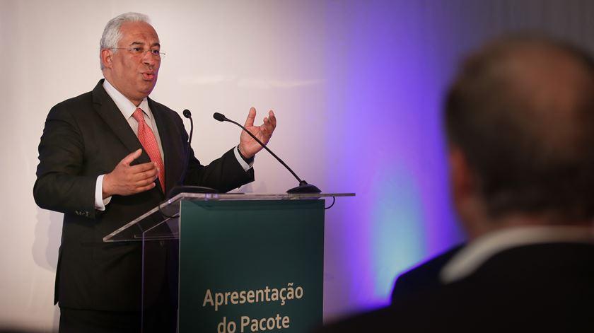 """Costa apresentou o pacote legislativo do Governo intitulado """"Nova Geração de Políticas de Habitação"""". Foto: Mário Cruz/Lusa"""