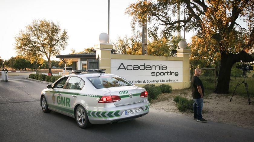Os adeptos entraram na Academia encapuzados. Foto: Mário Cruz/Lusa