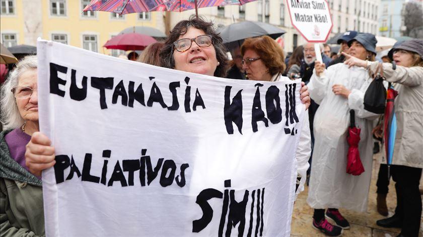 Manifestação contra a eutanásia. Foto: Tiago Petinga/Lusa