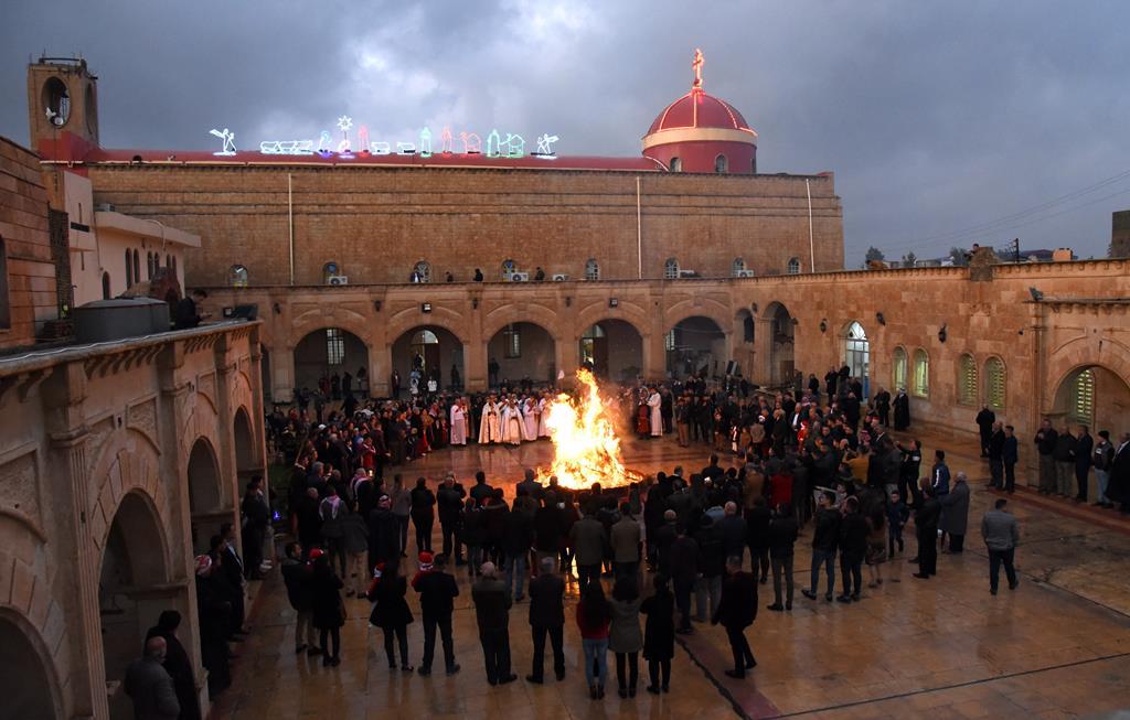 Cristãos celebram missa do galo na cidade de Qaraqosh Iraque perto de Mossul. Foto: Ammar Salih/EPA