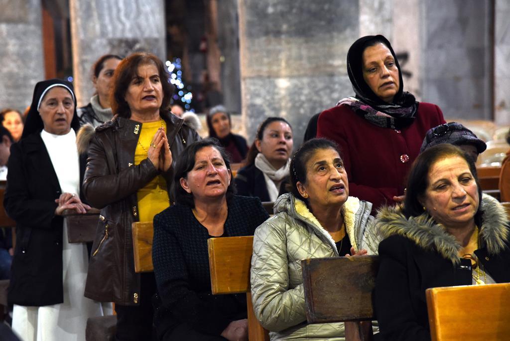 Cristãos celebram missa do galo Natal na cidade de Qaraqosh, Iraque, perto de Mossul. Foto: Ammar Salih/EPA (arquivo)