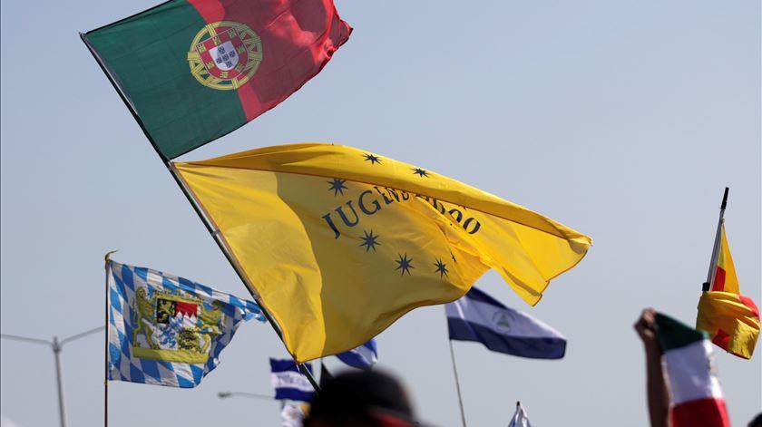 Bandeira portuguesa na missa de encerramento da Jornada Mundial da Juventude no Panamá, em 2019. Foto: Bienvenido Velasco/EPA