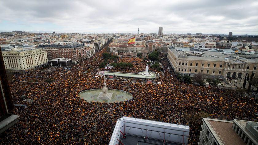 Manifestação convocada pelos partidos de direita, em Madrid, Espanha. Foto: Luca Piergiovanni/EPA