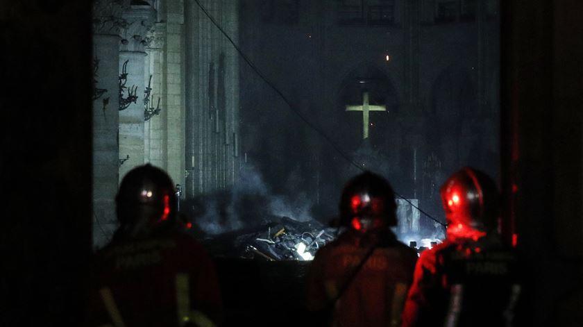 Rescaldo do incêndio na Catedral de Notre Dame, em Paris. Foto: Yoan Valat/EPA