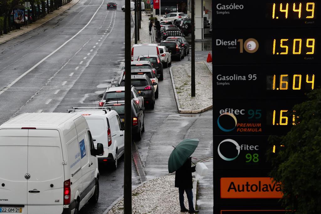 Bomba de gasolina no Porto  Foto: Tiago Petinga/Lusa