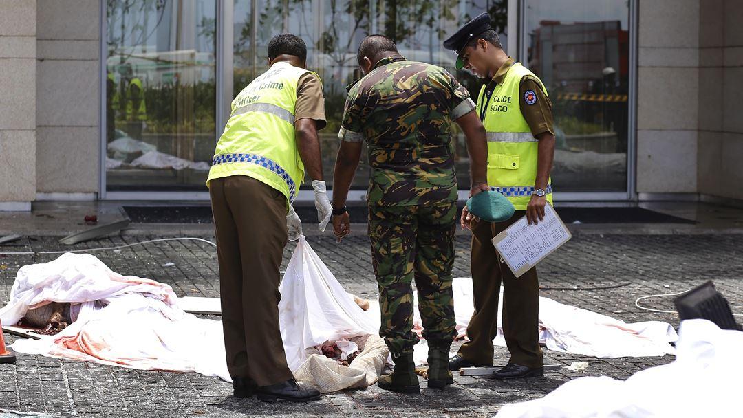 """""""Isto é desolador"""", contou a portuguesa que está com a família num hotel a cerca de um quilometro a norte da igreja de São Sebastião, em Negombo, uma das igrejas onde ocorreu uma explosão."""