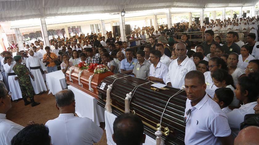 Funeral das vítimas dos ataques no Sri Lanka. Foto: M. A. Pushpa Kumara/EPA