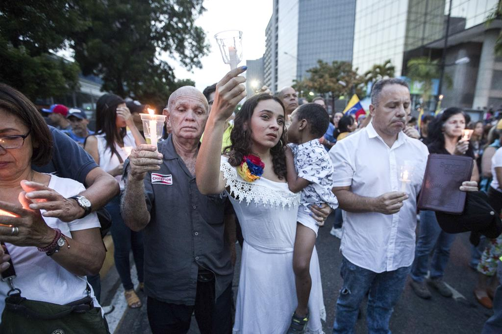 Vigília pelas vítimas da violência na Venezuela. Foto: Rayner Pena/EPA